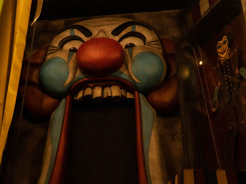 horror circus room image